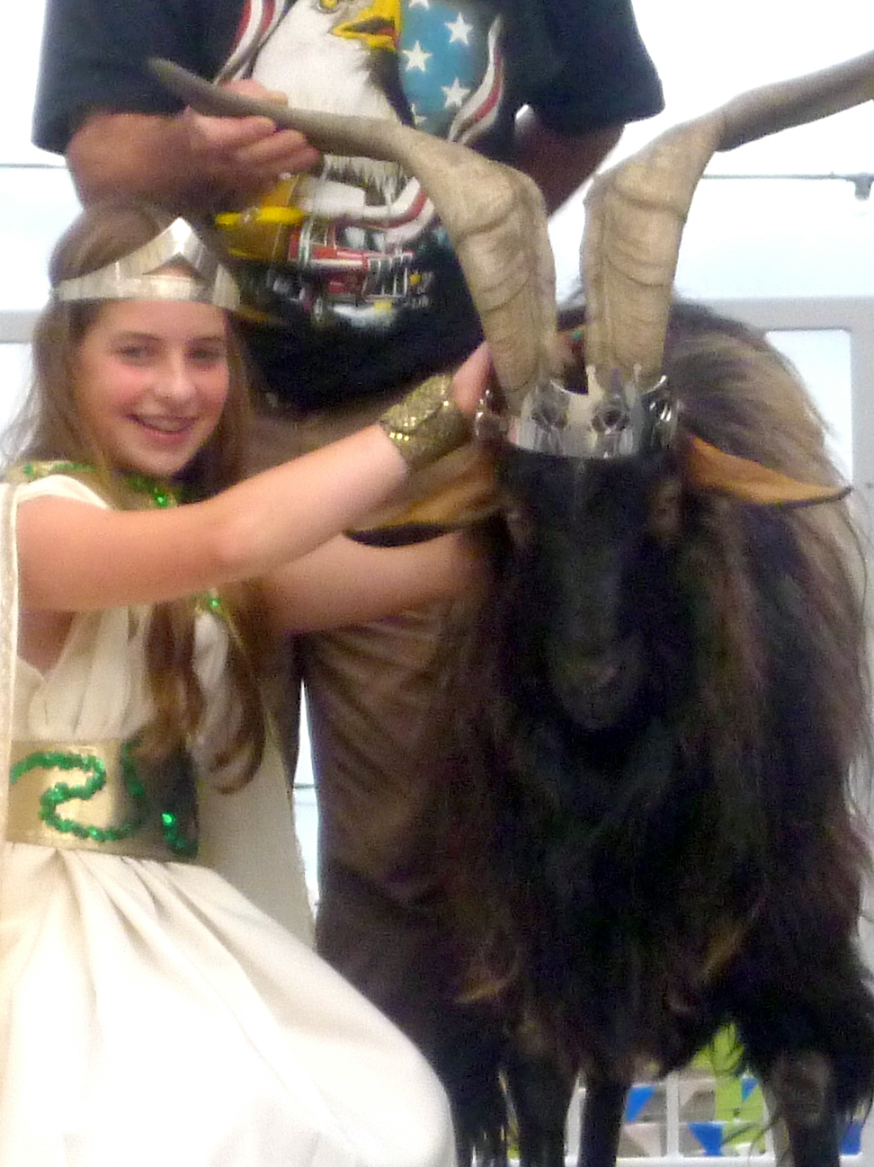 The queen crowns King Puck
