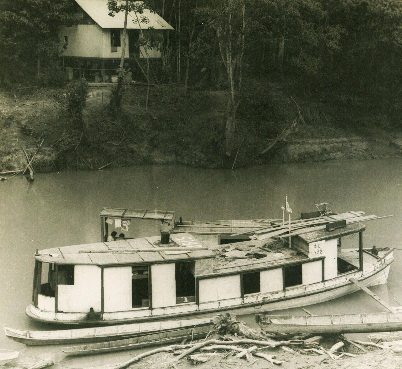 Rajang-river-boat-2